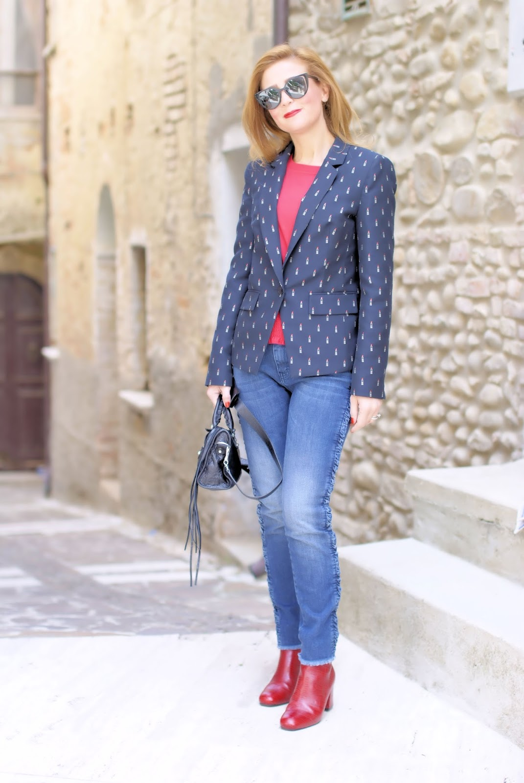 Must have jackets for Fall: lipstick print blazer, giacca con rossetti on Fashion and Cookies fashion blog, fashion blogger style