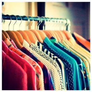 Too Curvy To Care | How I Organize My Closet