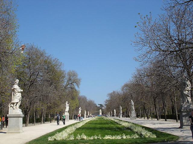 http://3.bp.blogspot.com/-ytOVZf6pJVU/UJxB0QbeyrI/AAAAAAAAK9g/676QtR-q9jQ/s1600/MADRID.EL+RETIRO.PASEO+DE+LAS+ESTATUAS.jpg