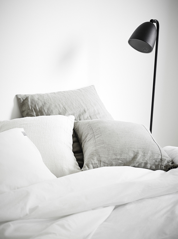 Grey and white linen bedding | Jonas Berg