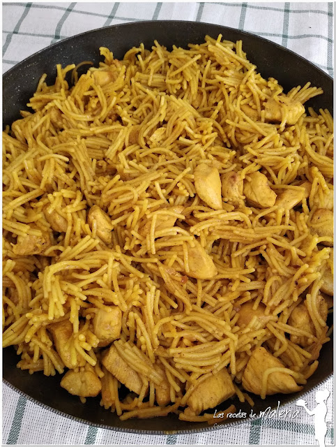 Polo con fideos y curry. Una receta rápida con un sabor intenso
