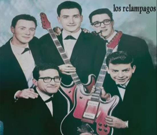 Los Relámpagos (Solista José Luis Armenteros) (primero por la izquierda)