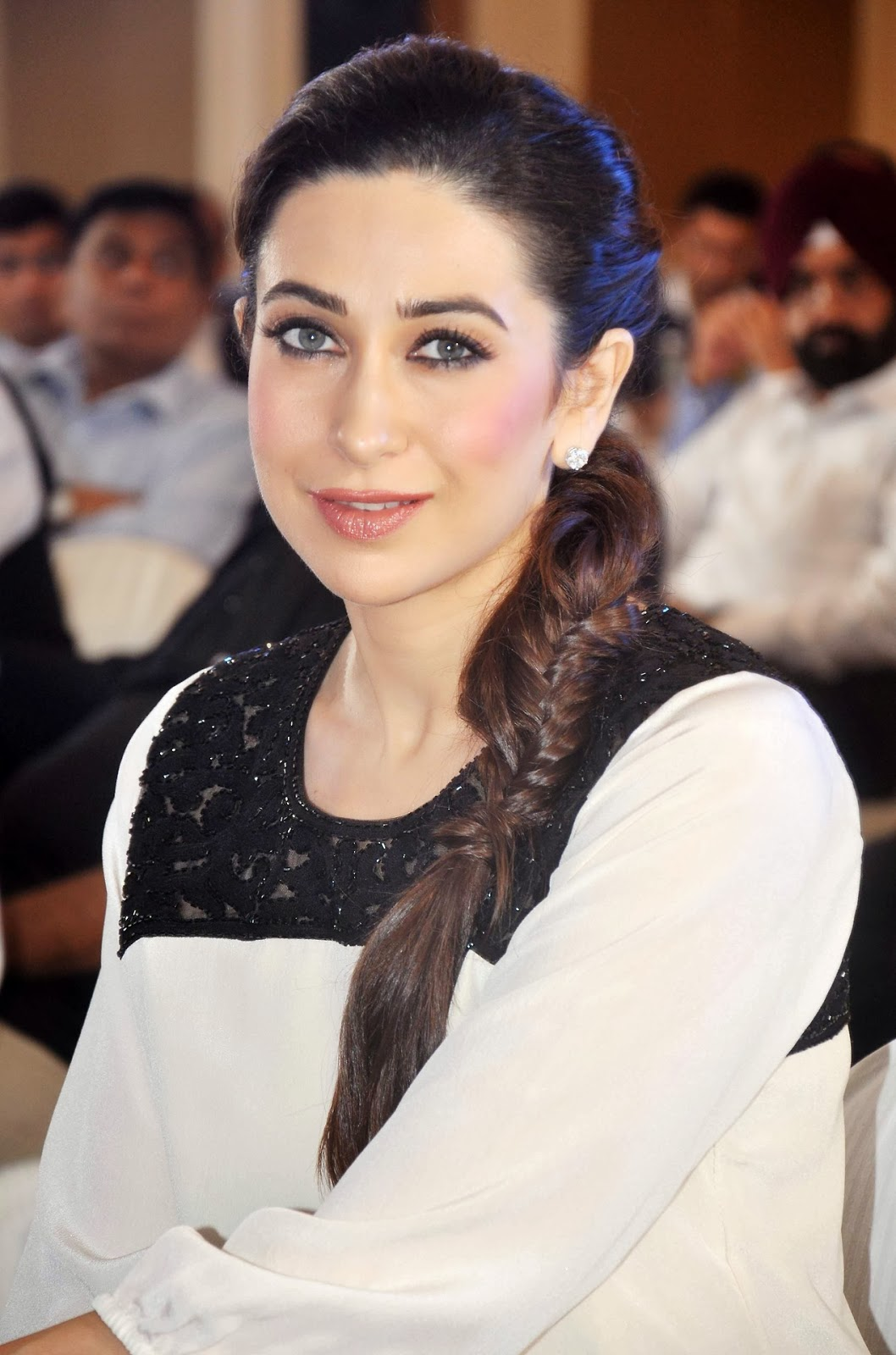 Hbtkollywood Gorgeous Karisma Kapoor-4175