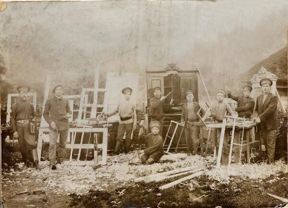 Конотоп. Рабочие столярного цеха железнодорожных мастерских
