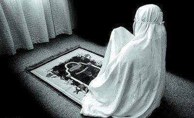 Kapan Waktu Shalat Dhuhur di Hari Jum'at bagi Wanita?