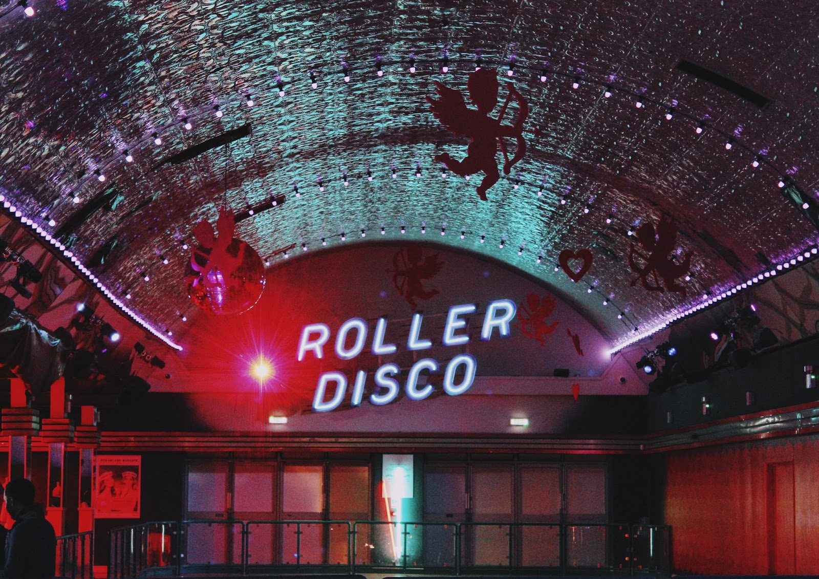 dreamlands roller disco inside the arcade and diner area