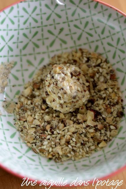 Billes de poires au fromage de chèvre et dukkah
