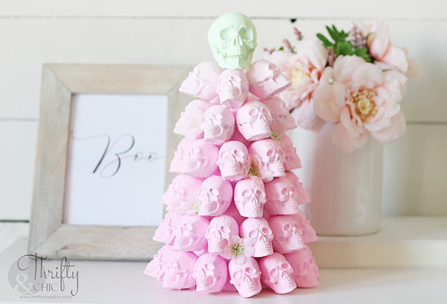 Pastel Halloween decor. Pastel Halloween crafts and projects. DIY Pastel Halloween decor tutorial. Halloween ombre skull tree tutorial.