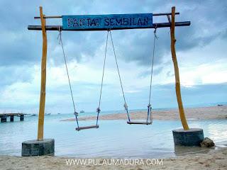 Ayunan menikmati di Pulau Gili Genting