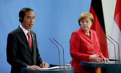 Indonesian President Joko Widodo with Germany's Angela Merkel