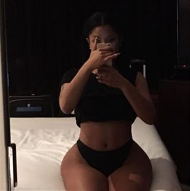 Nicki Minaj: neckline and gluteal XXL, she upped the temperature!