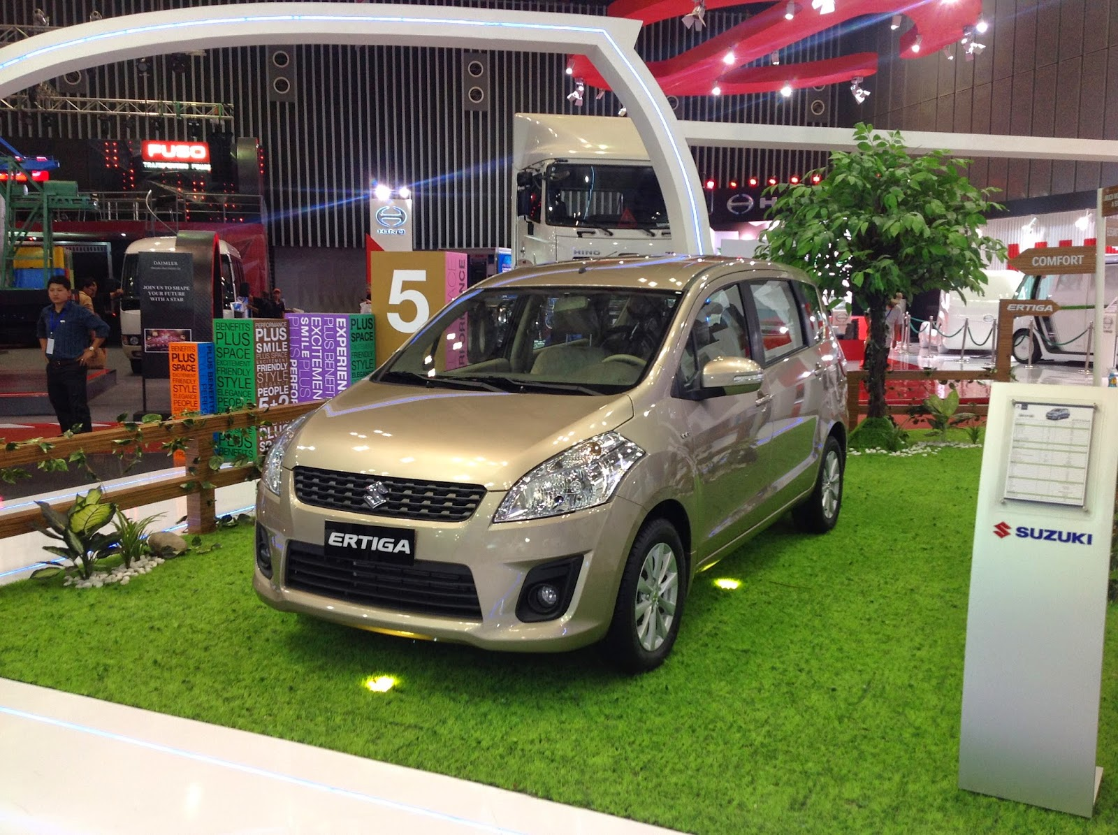 Suzuki Ertiga dòng xe 5+2 bảy chỗ ngồi 2