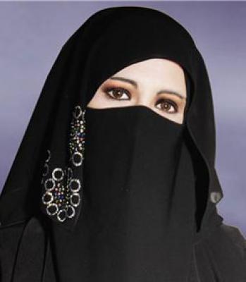 مطلقة مصرية تبحث عن زواج