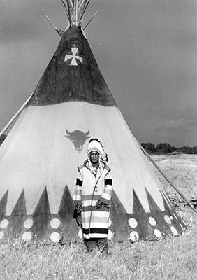 https://williamheick.com/wp-content/uploads/2016/12/Blackfoot-Chief-2-_1.jpg
