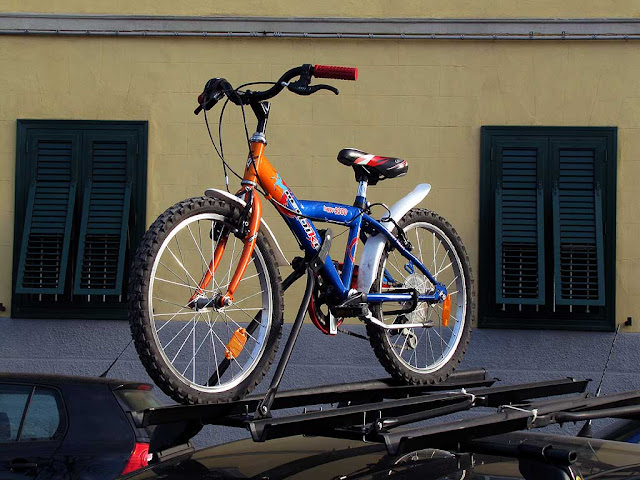 Bicycle rack on top of a car, Livorno