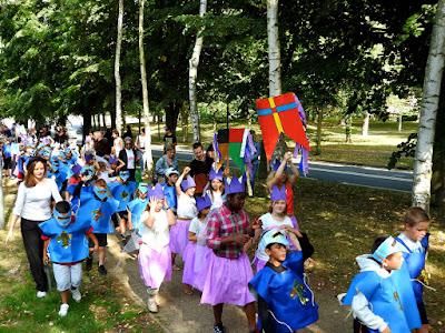 GRAND-QUEVILLY. Des centaines d'enfants costumés ont défilé dans les rues pour célébrer les 50 ans du centre de loisirs.