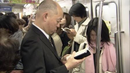 orang jepang gemar membaca dimana saja