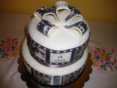 Vista superior tarta cine clásico