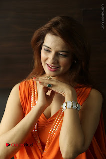 Actress Saloni Aswani Pos in Short Dress at Meelo Evaru Koteeswarudu Movie Interview  0088.JPG