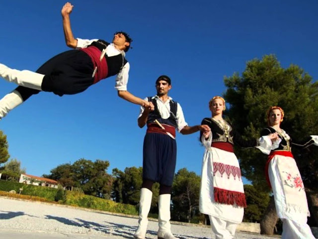 Κρητικό Αντάμωμα με καντάδες και χορούς στο Ναύπλιο