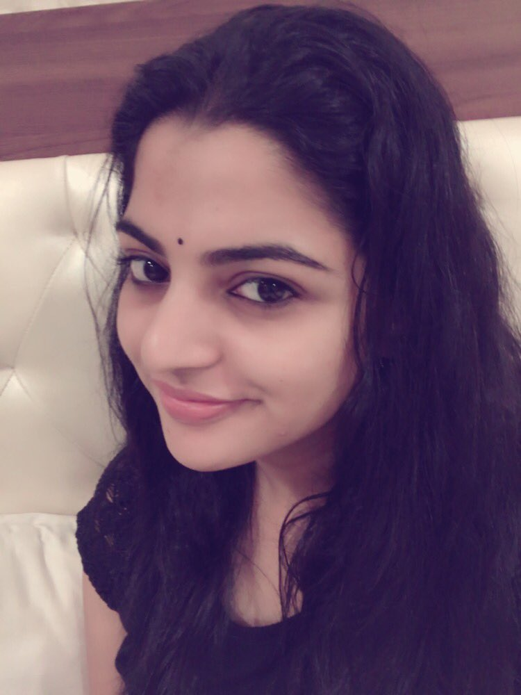 Actress NikhilaVimal Latest HD Images