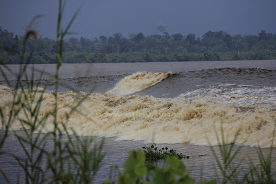 photo Ombak Bono Sungai Kampar Bono waves