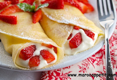 Recette de crêpes aux fraises et chantilly | Pancake recipe with strawberries and whipped cream