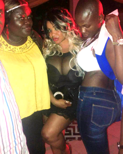 5 Photos: Cossy Orjiakor exposes B**b$ once again at a party in Abeokuta