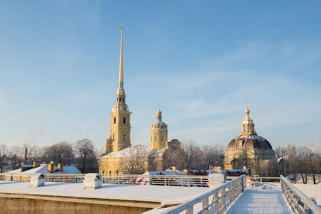 маршрут по стенам Петропавловской крепости. вид на Петропавлоский собор