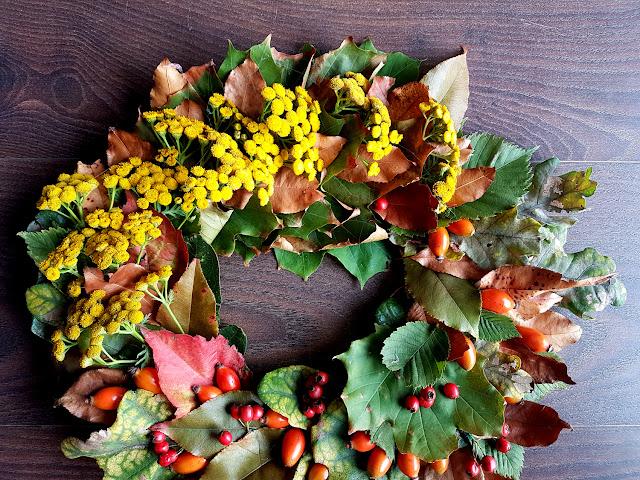 jesień - jesienne diy - jesienne prace plastyczne - fall kids crafts - pani jesień - prace plastyczne z liści - wróbelki - dary jesieni - prace plastyczne z darów jesieni - kartka 3D z parasolką - kartka pop up