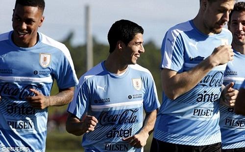 Luis Suarez vừa mới trở lại đội tuyển Uruguay