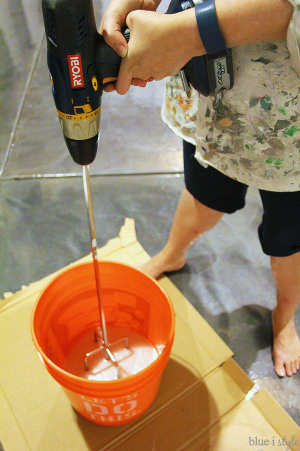 Using paddle mixer to mix anti-slip top coat