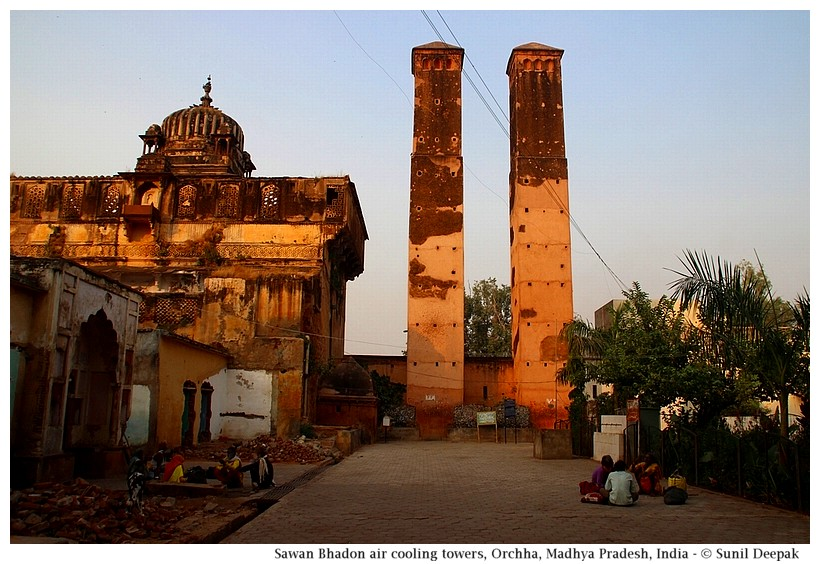 Sawan Bhadon towers & Jujhar Palace, Orchha, Madhya Pradesh, India - Images by Sunil Deepak