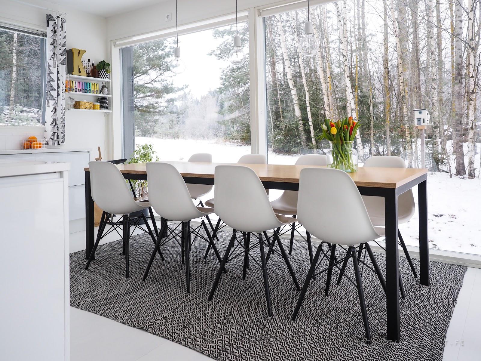 keittiö, maisema, vitran tuolit
