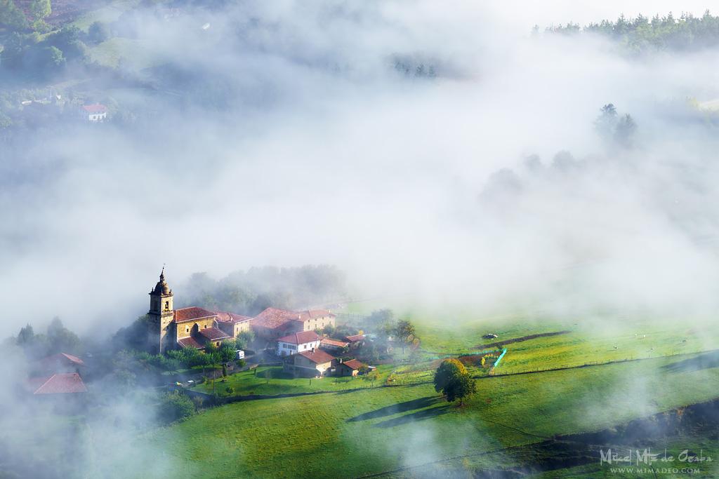 Iglesia en el valle de Aramaio