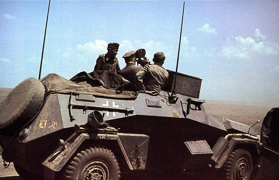 6b0a7e552 Un Sd.Kfz 247 Ausf B, vehículo de mando o de reconocimiento. Carecía de  cualquier armamento y era tracción 4x4. La parte superior del vehículo  carecía de ...