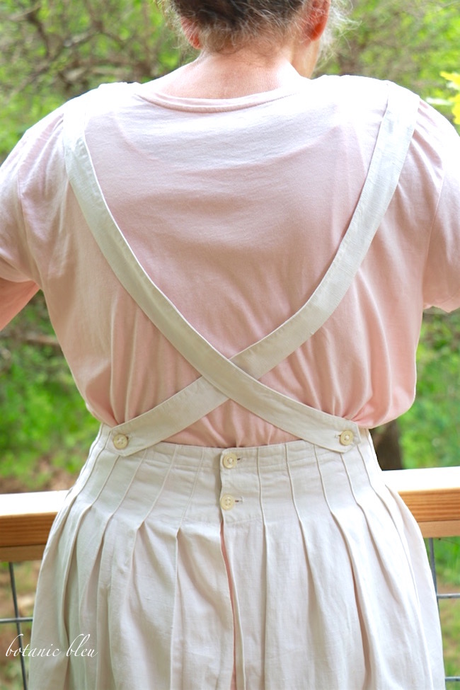 vintage-french-apron-with-pleats-from-paris-flea-market