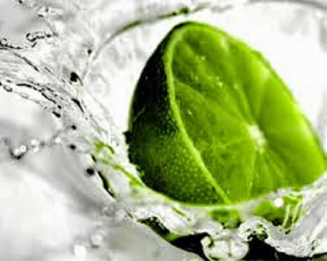 10 excelentes motivos para tomar água com limão de manhã (Imagem: Reprodução/Internet)