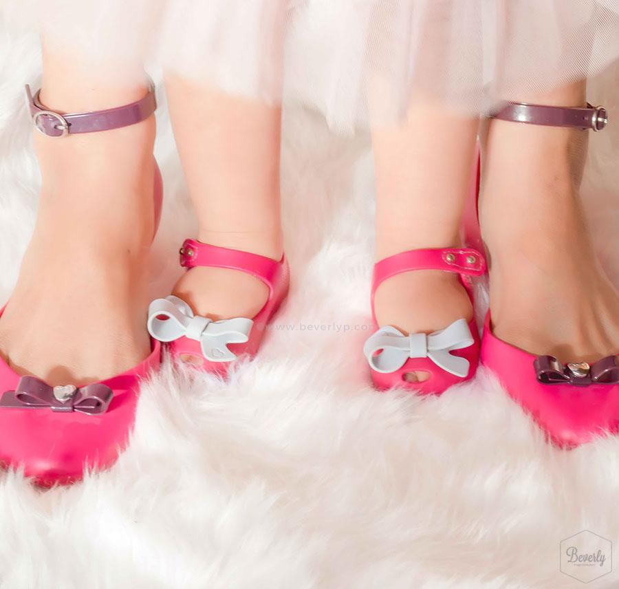 Zapatos idénticos para hija y madre