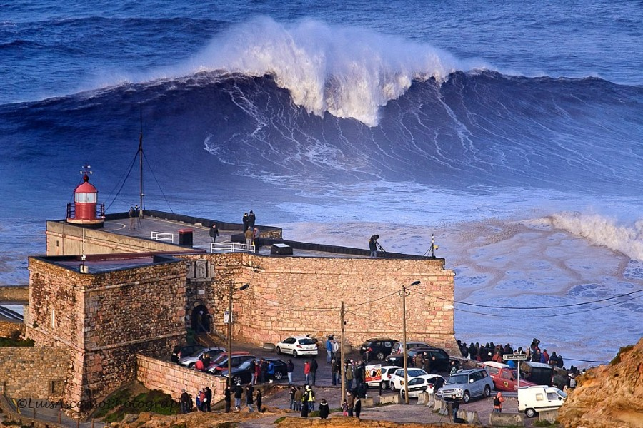 Extreme surfing, the worlds biggest wave!