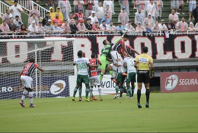 Chapecoense empata sem gols com Joinville e deixa título do turno em aberto