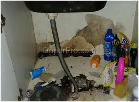 kabinet kitchen set hancur karena air