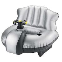 Excalibur un fauteuil flottant motorisé avec canon à eau