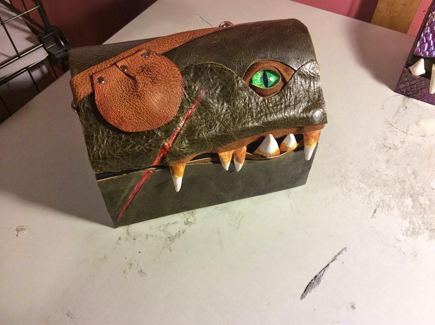 Baúl con forma de monstruo