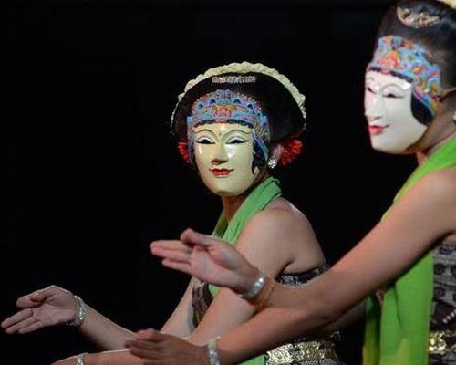 Tinuku.com Wooden masks Bobung village Gunung Kidul embracing classical traditions Panji Mask Dance performance