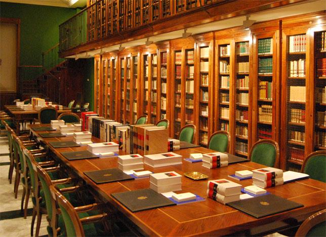 La biblioteca de la RAE, limpia, fija y esplendorosa