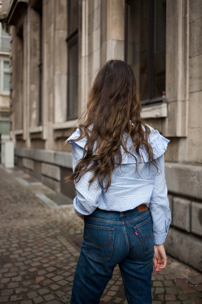 Outfit: ruffle blouse, levi's wedgie fit