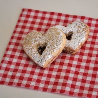 Linzerheart cookies QuiltBee