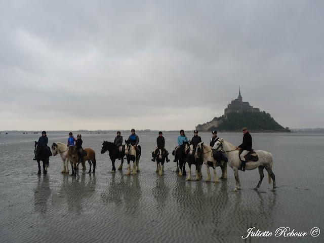 Cavaliers dans la baie du Mont-Saint-Michel