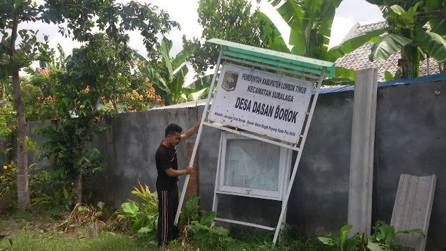 Heboh! Mantan Kades Buka Paksa Plang Kantor Desa